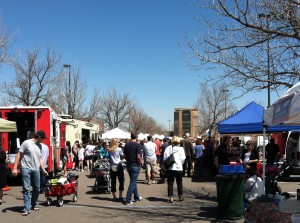 A large crowd piles in at the Cherry Creek farmer's Market every Saturday between 8 a.m. and 1 p.m. Located at 1st Avenue and University Boulevard in the Bed Bath and Beyond parking lot (Photo by Stephanie V. Coleman).